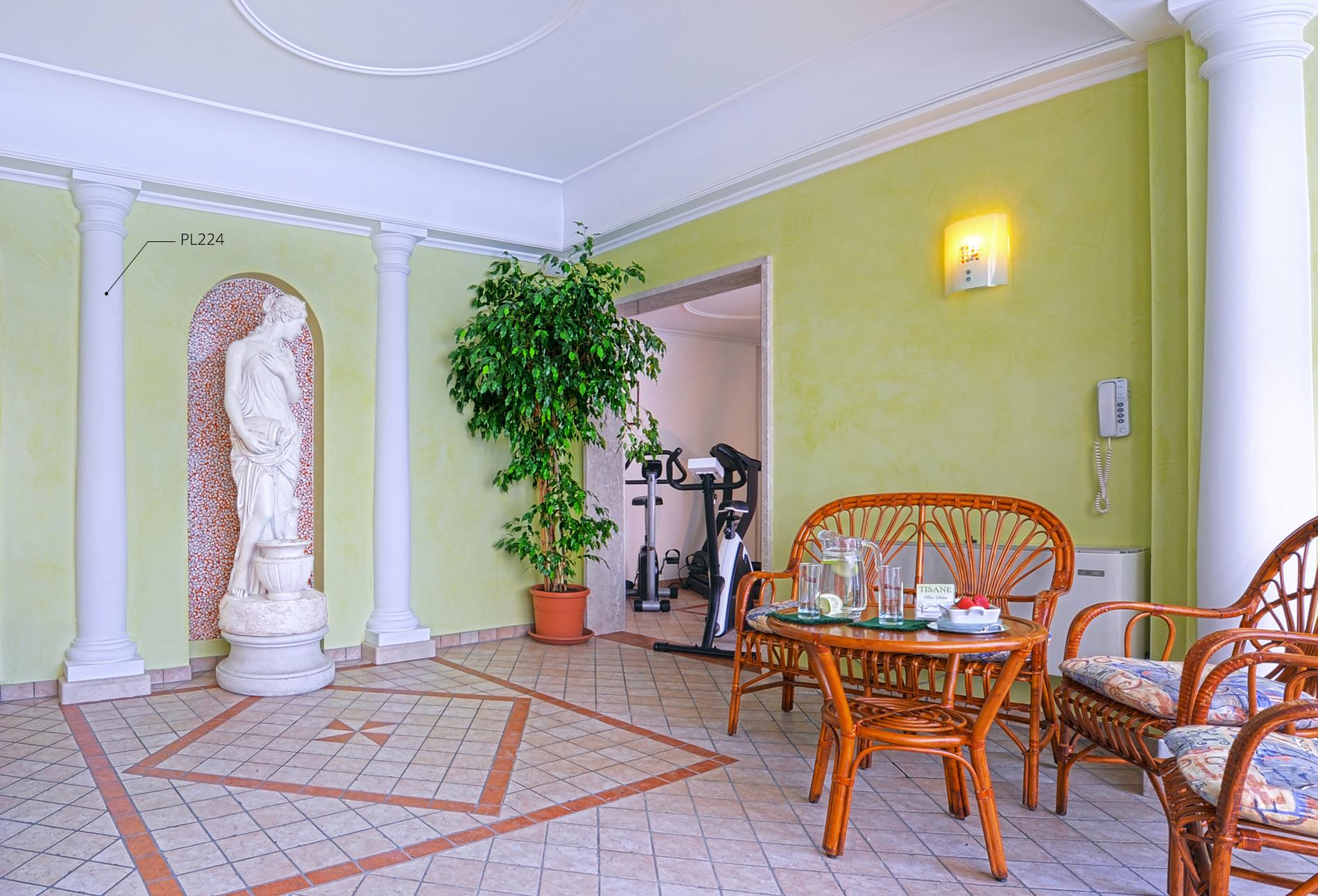 Colonne arredamento interno boiserie in ceramica per bagno for Siti arredamento interni